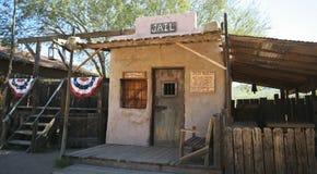 Una cárcel vieja del pueblo fantasma del yacimiento de oro, Arizona Foto de archivo