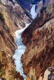 Una caída más inferior y barranca de Yellowstone Foto de archivo libre de regalías