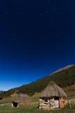 Una cabaña en la montaña Imagen de archivo libre de regalías