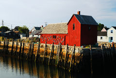 Una cabaña roja de Lobstar a lo largo de la costa de Nueva Inglaterra Foto de archivo
