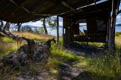Una cabina abandonada en Ushuaia, Patagonia la Argentina foto de archivo