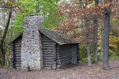 Una cabina de registro en otoño Imagenes de archivo