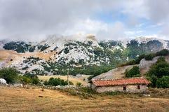 Una cabina en la montaña Fotografía de archivo libre de regalías