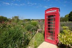 Una cabina telefonica in Inghilterra rurale fotografia stock libera da diritti