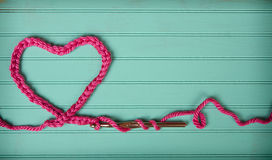 Una cadena del ganchillo en la forma de un corazón Fotografía de archivo libre de regalías