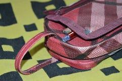 Una caja de lápiz roja Fotos de archivo libres de regalías
