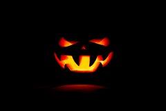 Una calabaza muy terrible de Halloween, con una mirada terrible y un SM Fotos de archivo libres de regalías
