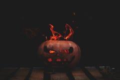 Una calabaza peligrosa muy peligrosa de Halloween, con una mirada severa Imagen de archivo