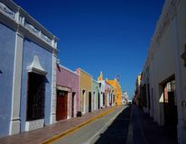 Una calle bonita en Campeche en México fotografía de archivo