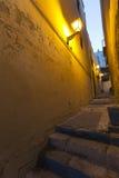 Una calle en la ciudad vieja de Alicante del cerca Imagen de archivo