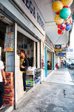 Una calle en Lido, Kota Kinabalu, Sabah, Malasia Foto de archivo libre de regalías
