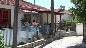 Una calle en Maries, Thassos Grecia almacen de metraje de vídeo