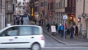 Una calle en Roma Tiempo de la tarde almacen de video