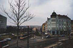 Una calle grande de Praga en el centro de ciudad foto de archivo libre de regalías