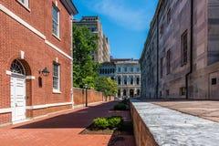 Una calle histórica y edificios de Philadelphia foto de archivo libre de regalías