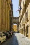 Una calle romana estrecha Imágenes de archivo libres de regalías