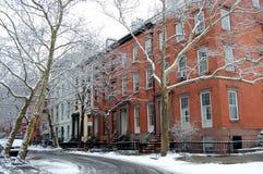 Una calle vieja en las alturas de Brooklyn, New York City Imagen de archivo libre de regalías