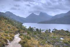 Una caminata alrededor del lago dove Imágenes de archivo libres de regalías