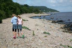 Una caminata en la playa Foto de archivo libre de regalías
