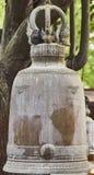 Una campana che appende sull'albero Fotografie Stock