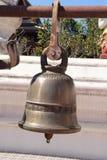 Una campana en el templo de Tailandia imagenes de archivo