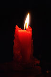 Una candela bruciante rossa Immagini Stock