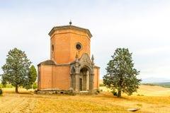 Una cappella vicino a Siena in Toscana, Italia fotografia stock