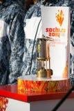 Una capsula con la fiamma olimpica fotografie stock libere da diritti