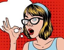 Una cara del ` s de la mujer con una burbuja del discurso sobre el fondo de semitono Foto de archivo