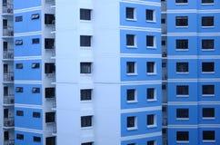 Una cara externa de un bloque de apartamentos imágenes de archivo libres de regalías