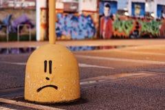 una cara sonriente en un paisaje urbano Fotos de archivo libres de regalías