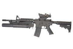 Una carabina M4A1 fornita di lanciagranate M203 Fotografia Stock Libera da Diritti