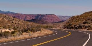 Una carretera de la bobina a través de Utah Fotografía de archivo
