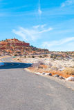 Una carretera escénica del desierto Imagen de archivo libre de regalías