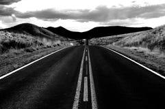 Una carretera montañosa fotografía de archivo