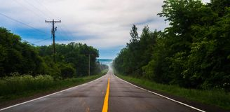 Una carretera nacional en el verano Fotos de archivo
