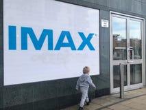 Una cartelera del cine de IMAX en Londres foto de archivo libre de regalías