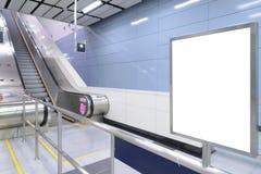 Una cartelera en blanco vertical grande Imagen de archivo libre de regalías