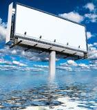 Una cartelera enorme sobre el mar Fotos de archivo