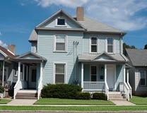 Una casa azul más vieja Foto de archivo libre de regalías