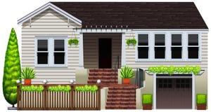 Una casa con le piante Immagini Stock Libere da Diritti