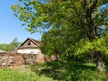 Una casa con una pared en la isla Fotografía de archivo libre de regalías