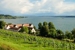 Una casa con una vista del lago di Costanza immagini stock libere da diritti