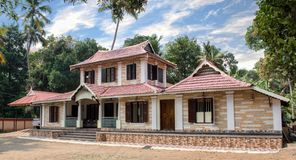 Una casa construida hermosa del estilo tradicional en Kerala imagenes de archivo