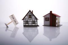 Una casa da vendere. Immagini Stock