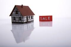 Una casa da vendere. Fotografie Stock