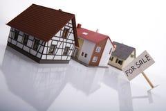 Una casa da vendere. immagine stock libera da diritti