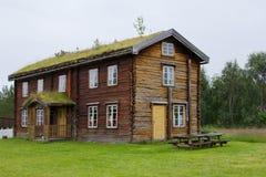 Una casa de madera vieja grande Fotos de archivo