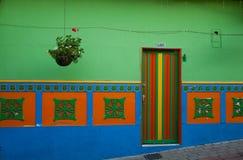 Una casa del colorfull en Guatape, Colombia Imagen de archivo