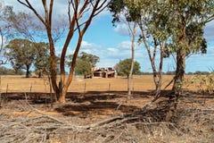 Una casa di campagna in un paesaggio rurale fotografia stock libera da diritti